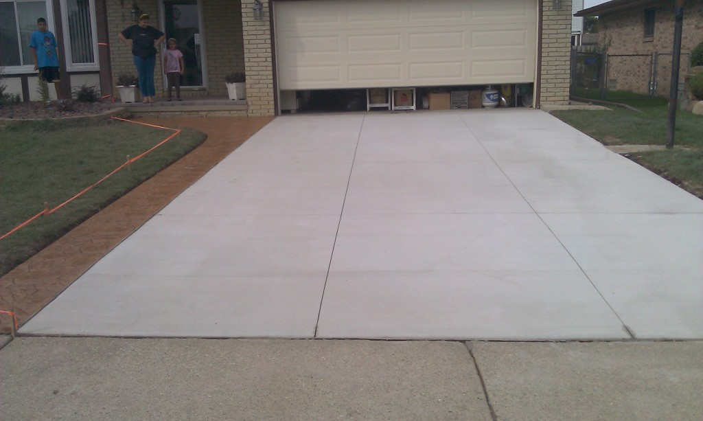 Concrete driveway replacement in romeo mi concrete for Concrete home contractors